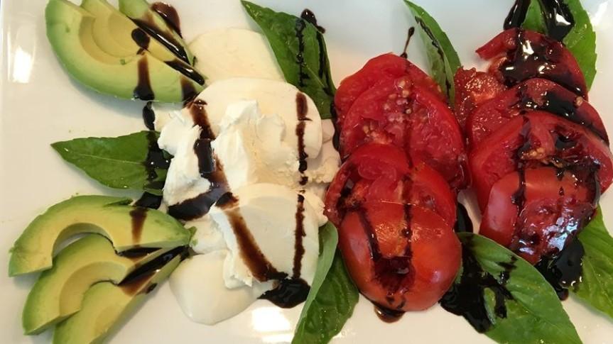 Caprese Salad with Fresh Garden Tomatoes andBasil